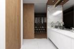 19 Master Bathroom